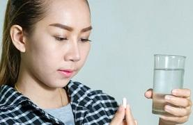 woman-holding-glass-of-water-and-supplement.jpg,q1476264700
